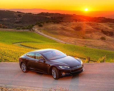 Luxury Sedan - Tesla Model S