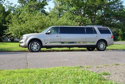 Stretch SUV - Lincoln Navigator